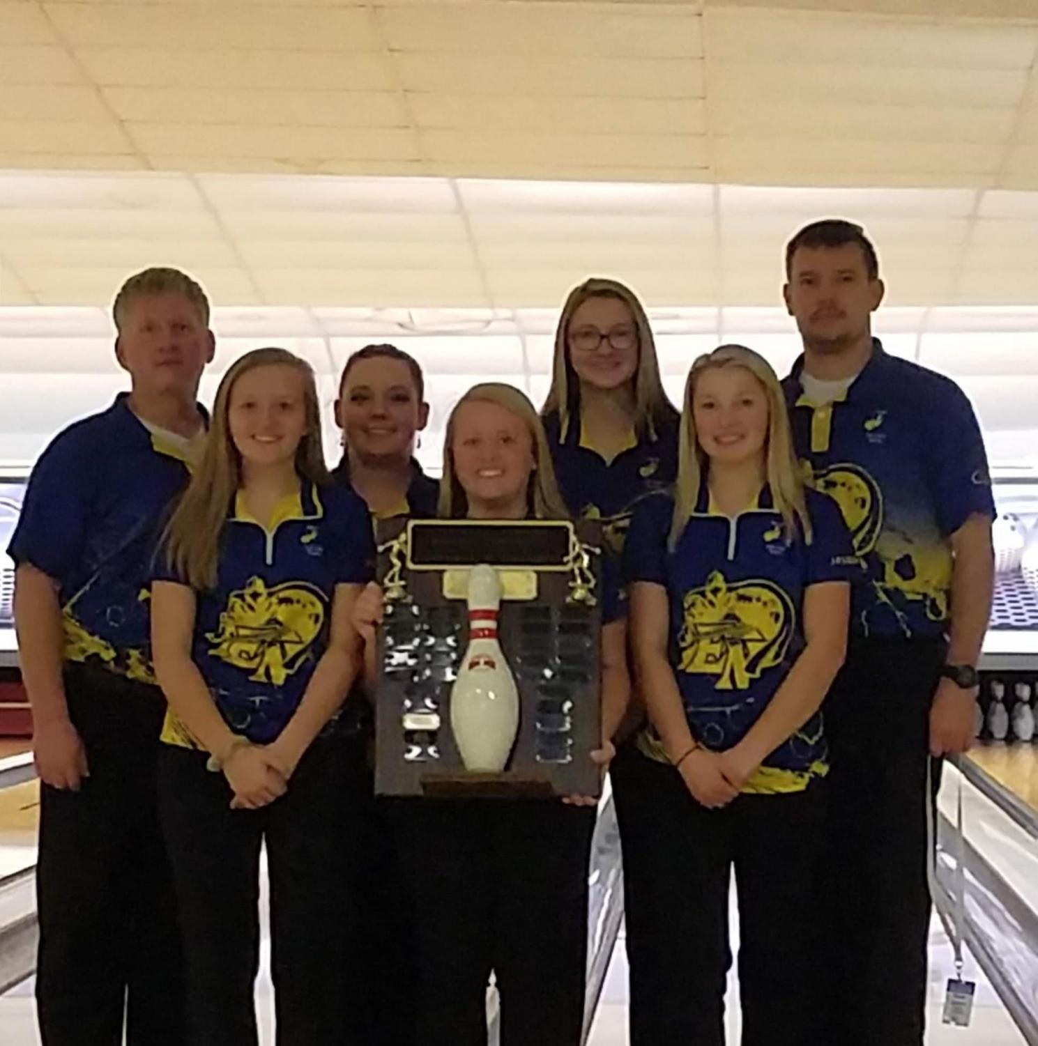Bowling Team with Coach Dave and Coach Steve