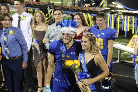 Munson and Mynhier crowned Homecoming king and queen